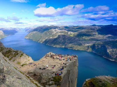 Besøk Stavanger og hike til den spektakulære klippen Preikestolen