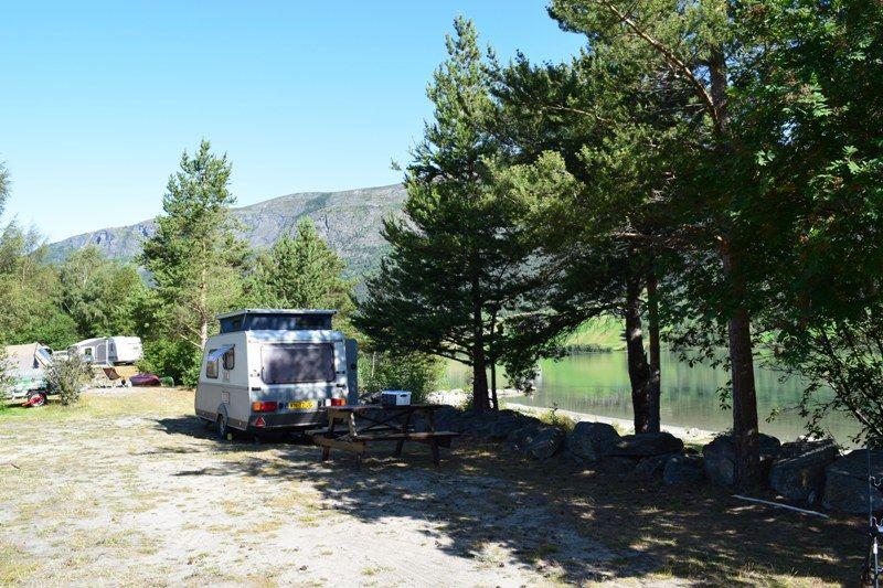 Mooi plekje direct aan het water op Gjeilo Camping