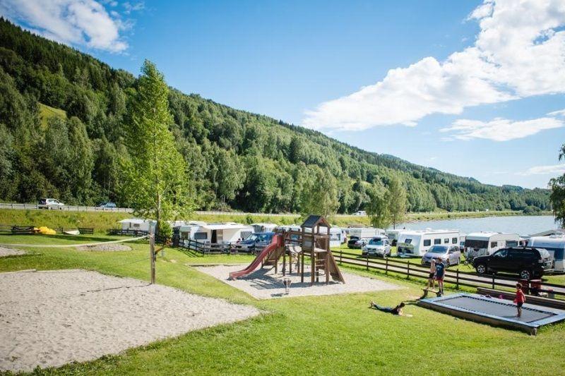 PlusCamp Mageli Camping speeltuin en beachvolleybalveld