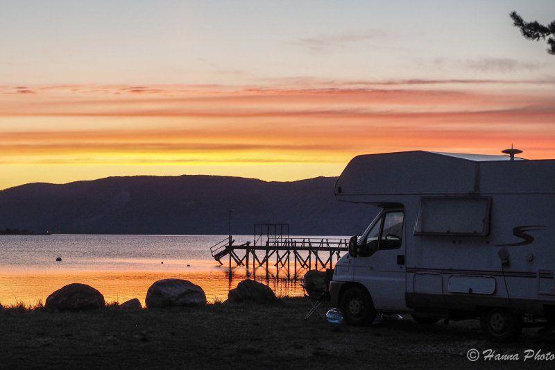 Rognan Fjordcamp ondergaande zon