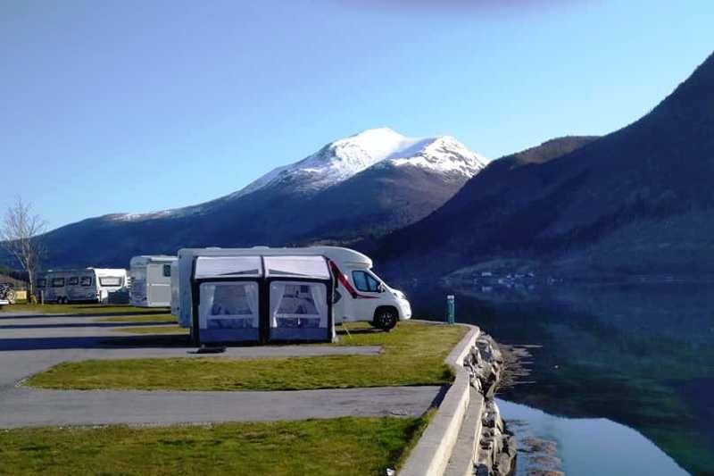 Saltkjelsnes Camping kamperen aan het fjord