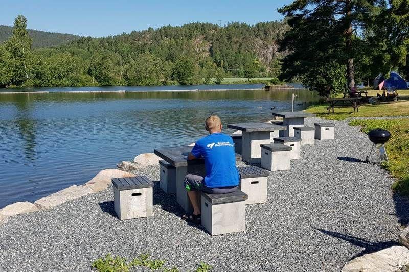 Telemark Kanalcamping chillen aan het water