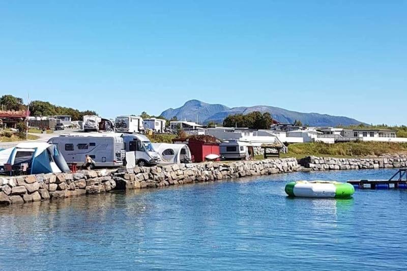 Tornes Fjordcamping kampeerplaatsen