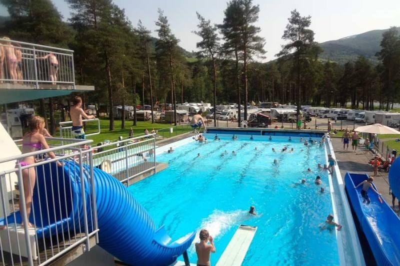 Voss Camping zwembad uitzicht op de camping
