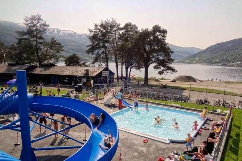 Voss Camping zwembad met glijbaan